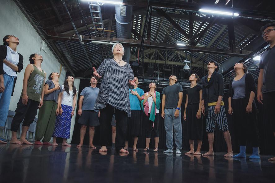 照片:2016聲音表演訓練工作坊學員們一起練習
