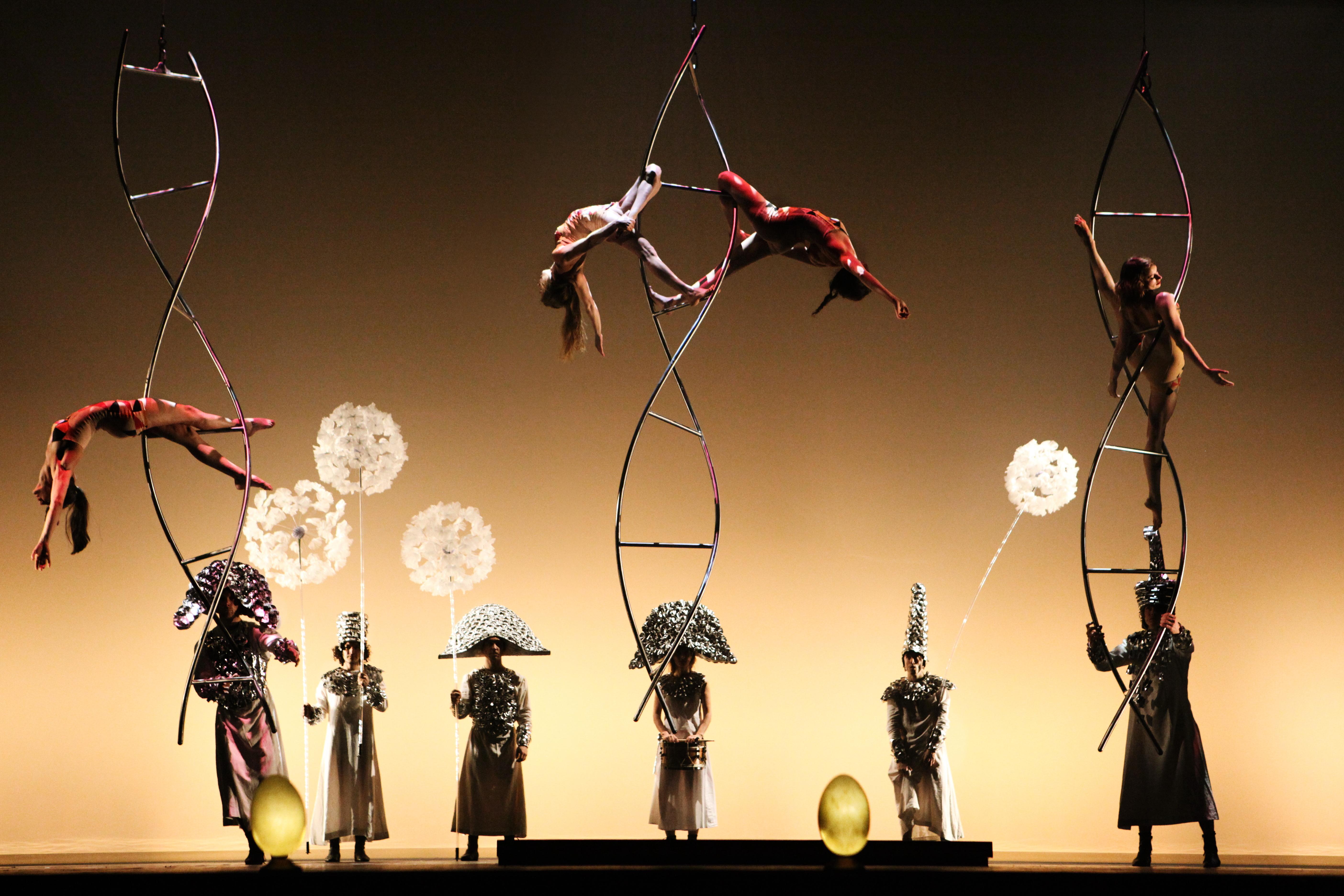 Stage photo:Compagnia Finzi Pasca presents La Verità